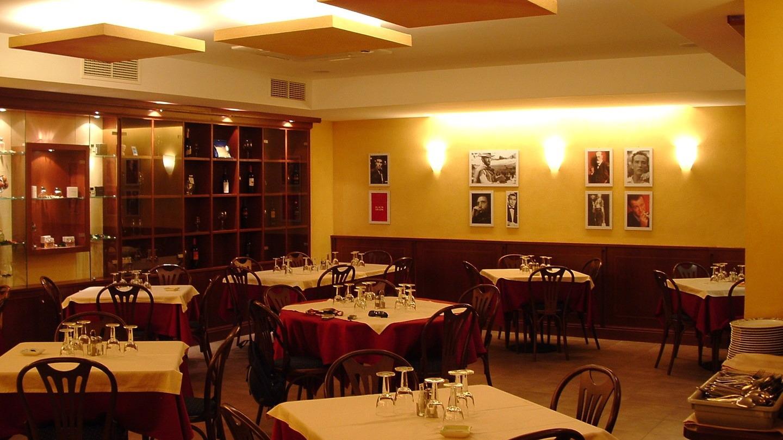 Riqualificazione e Ristrutturazione di porzione di sala di X mq con 100 coperti di pertinenza di locale commerciale adibito a ristorazione, trasformato in Sala Fumatori a seguito della precedente emanazione… Leggi tutto…
